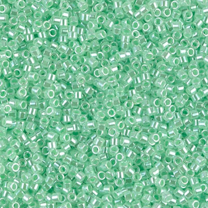 DB0237 Lined Crystal Light Green, 5g